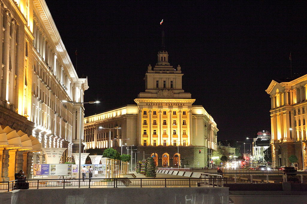 1024px-Independence_square,_Sofia_at_night_PD_2012_3